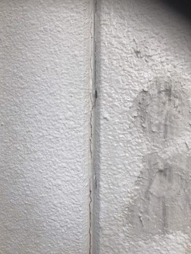 傷のある既存外壁の画像